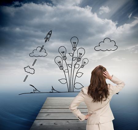 mujer mirando el horizonte: Imagen compuesta de negocios de pie de nuevo a la cámara con la mano en la cabeza contra el fondo blanco