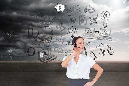 call center agent: Immagine composita di allegro agente intelligente di call center che lavora mentre posa Archivio Fotografico