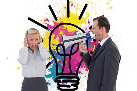 Imagen compuesta de negocios que grita en el megáfono con su colega Foto de archivo