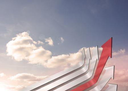 flechas curvas: Flechas curvas rojas y grises que apunta contra el cielo