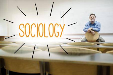 sociologia: La palabra sociolog�a contra profesor sentado en la sala de conferencias
