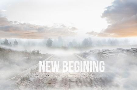 begining: Il nuovo inizio parola contro sentiero sassoso che porta alla foresta nebbiosa