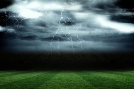 폭풍우 하늘 아래 디지털 축구 피치 스톡 콘텐츠