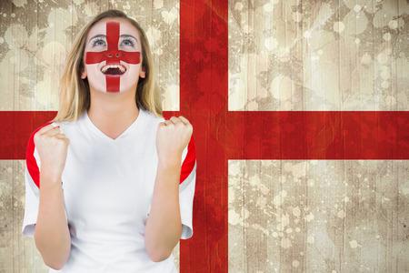 그런 지 효과에 영국 국기에 대 한 응원 얼굴 페인트에 흥분된 팬 잉글랜드