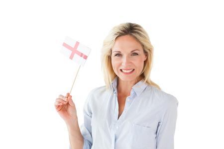 drapeau anglais: Sourire femme blonde tenant le drapeau anglais sur fond blanc