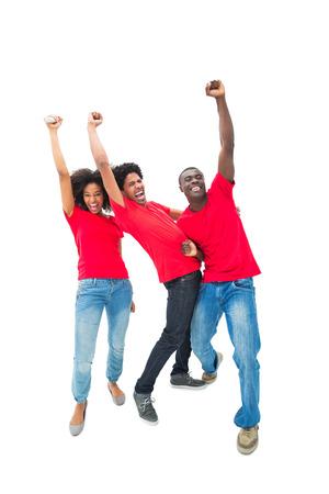 excitación: Los aficionados al fútbol emocionados vítores en rojo sobre fondo blanco