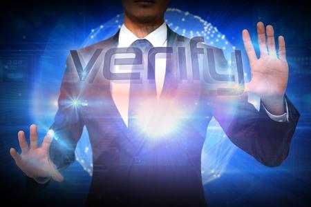 verify: Imprenditore presentando la parola verificare contro futuristica sfera lucida 3d Archivio Fotografico