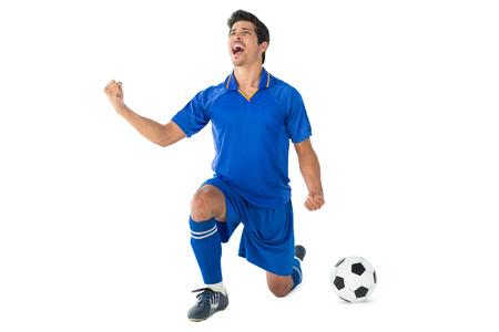 jugador de futbol: Jugador de f�tbol animando Atl�tico sobre el fondo blanco