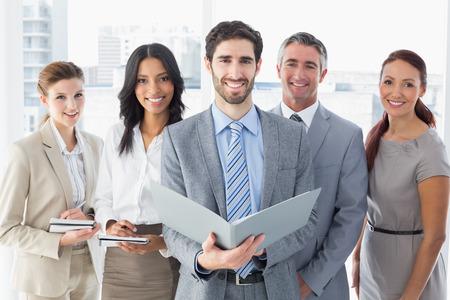 Equipo de negocios la lectura de archivos mientras toma notas Foto de archivo - 31374469