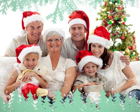 botas de navidad: Ni�os sentados con su familia la celebraci�n de botas de Navidad contra heladas y abetos en verde
