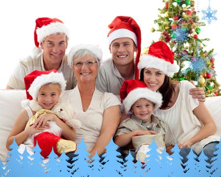 botas de navidad: Ni�os sentados con su familia la celebraci�n de botas de Navidad contra los copos de nieve y abetos en azul