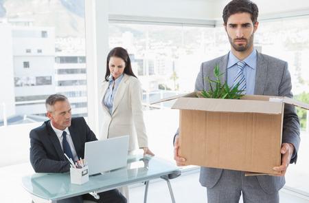 to let: Membro del personale in fase di lasciarsi andare al lavoro