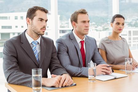 comit� d entreprise: Groupe d'agents du personnel des entreprises assis � une table dans le bureau