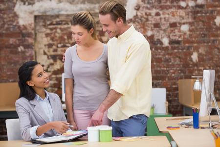 designers interior: Interior designer lavorano insieme in ufficio