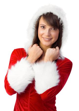 pere noel sexy: Brunette en p�re no�l souriant � la cam�ra sur fond blanc
