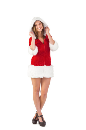 pere noel sexy: Jolie Santa Girl souriant � la cam�ra sur fond blanc Banque d'images