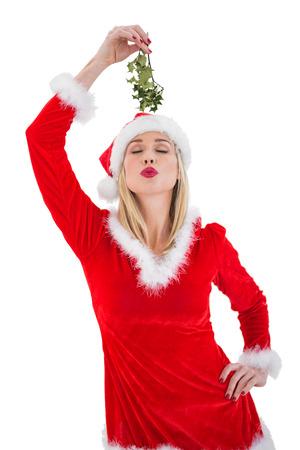 pere noel sexy: blonds Festive tenant un peu de gui sur fond blanc