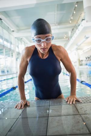 Porträt eines fit weiblichen Schwimmer im Pool Freizeitzentrum