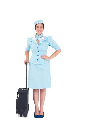 hotesse avion: Jolie h�tesse de l'air tenue valise sur fond blanc