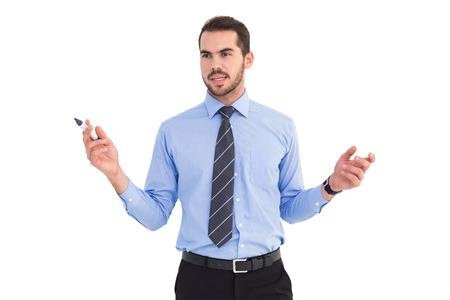 camisa: Empresario celebraci�n marcador y gesticulando en el fondo blanco Foto de archivo