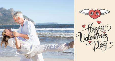 donna che balla: Coppia felice di ballare sulla spiaggia insieme contro Buon San Valentino Archivio Fotografico