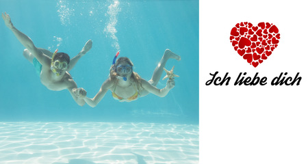 Liebe: Cute couple underwater in the swimming pool with snorkel and starfish against ich liebe dich