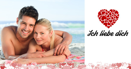 in liebe: Lovers lying down on the beach against ich liebe dich