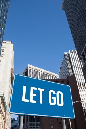 to let: La parola lasciarsi andare e billboard blu contro New York