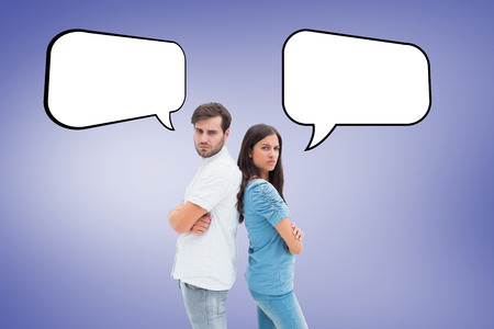 not talking: Sconvolto coppia non parlano tra di loro dopo la lotta contro vignette viola Archivio Fotografico