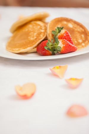 petit dejeuner romantique: Gros plan de petit-d�jeuner romantique � la maison dans la cuisine