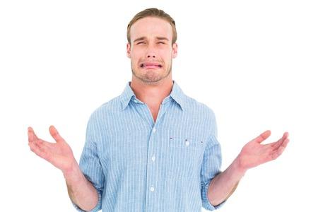 desolaci�n: Hermoso hombre llorando y gesticulando en el fondo blanco