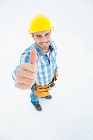 carpintero: Retrato de Carpintero feliz mostrando pulgares mientras est� de pie en el fondo blanco Foto de archivo