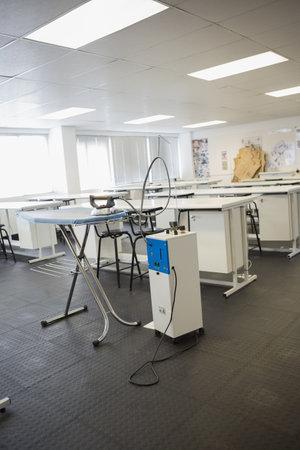 salle classe: Salle de classe vide et planche � repasser � l'universit�