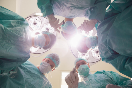 estudiantes medicina: Medical students practicing surgery on model at the university Foto de archivo