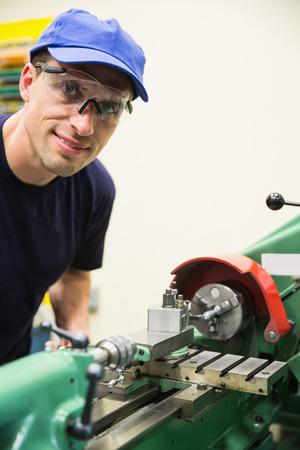 maquinaria pesada: Estudiante de Ingenier�a con maquinaria pesada en la universidad
