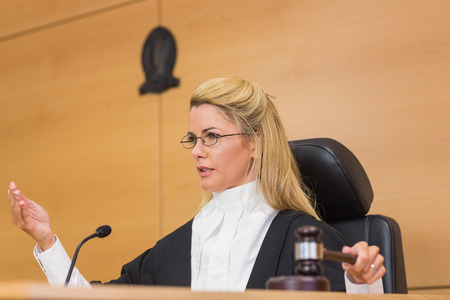 Stern judge speaking to the court in the court room Banque d'images
