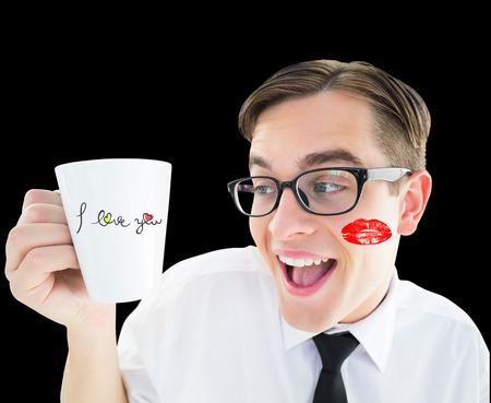 bebes lindos: Geeky empresario sosteniendo una taza contra negro Foto de archivo