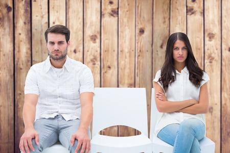 not talking: Coppia arrabbiato non parlare dopo argomento contro tavole di legno