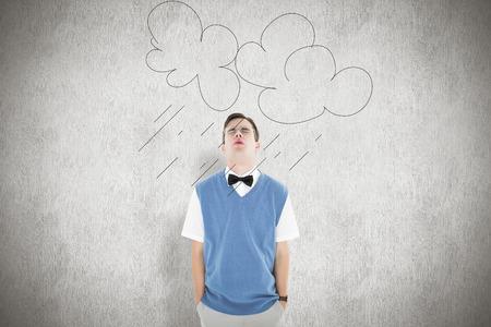 sadly: Pantaloni a vita bassa Geeky guardando con tristezza su sfondo bianco