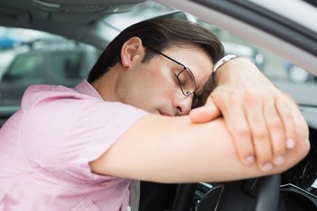 life threatening: Drunk man slumped on steering wheel in his car
