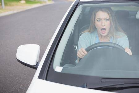 surprised: Mujer joven sorprendida en su coche Foto de archivo