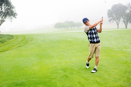 golf swing: Golfer teeing off at the golf course
