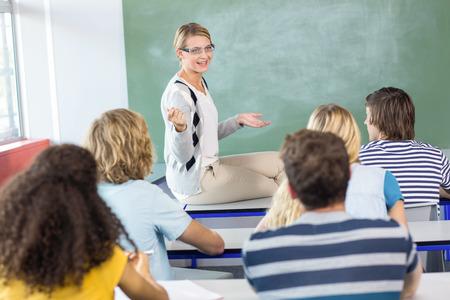 Female teacher teaching students in the class Standard-Bild
