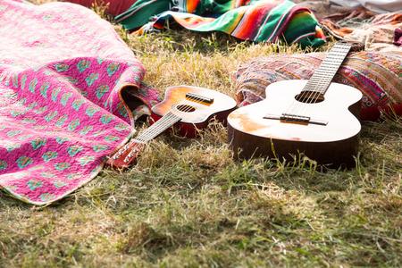 ensolarado: Acampamento vazio no festival de música em um dia ensolarado