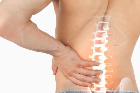 dolor de espalda: Compuesto de Digitaces de dolor de columna Destacado del hombre Foto de archivo