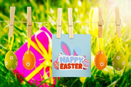 osterhase: Frohe Ostern gegen rosa Geschenk mit Osterei und gelbe Tulpe Lizenzfreie Bilder