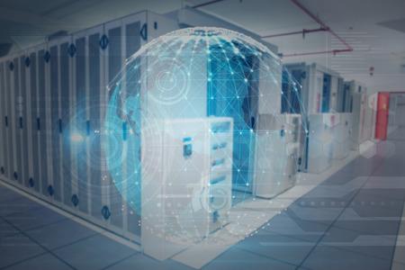 computer center: Esfera que brilla intensamente en fondo negro contra el centro de datos