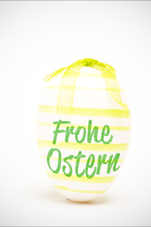 frohe: frohe ostern against green easter egg
