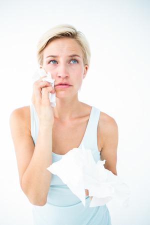 desolaci�n: Llorando tejidos Mujer bonita celebraci�n en el fondo blanco