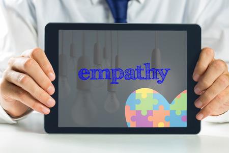 empatia: El coraz�n de la conciencia empat�a palabra y el autismo en contra de una bombilla de luz de hasta Foto de archivo